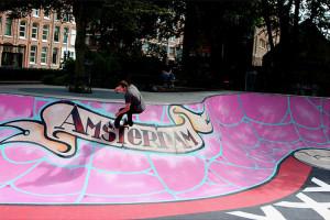De skatebaan aan het Eerste Marnixplantsoen.
