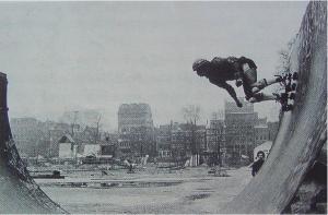 Nederlands' eerste halfpipe op het Waterlooplein - 1977